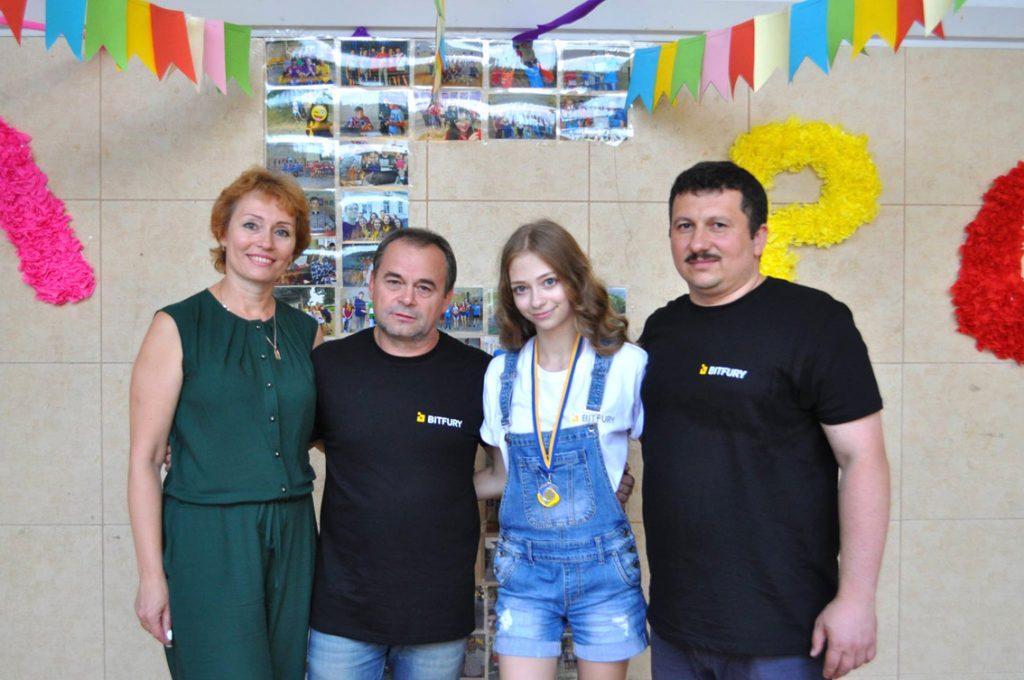 Антоніна, Валентин і Софійка Мельники та Олександр Міца