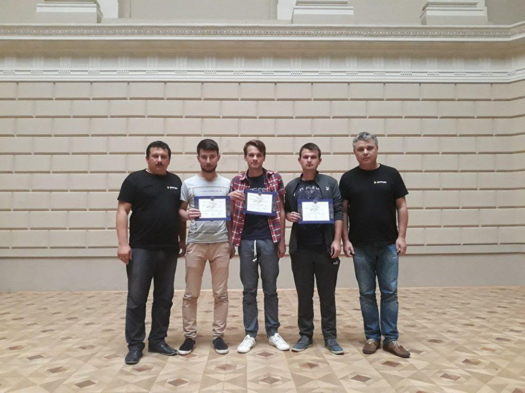 Команда UzhNU_Storm з тренерами Олександром Міцою та Сергієм Вапнічним