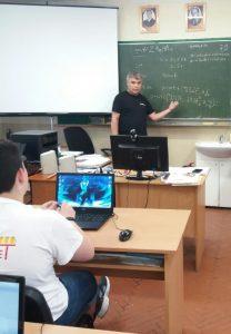 Лектор Сергій Вапнічний під час заняття