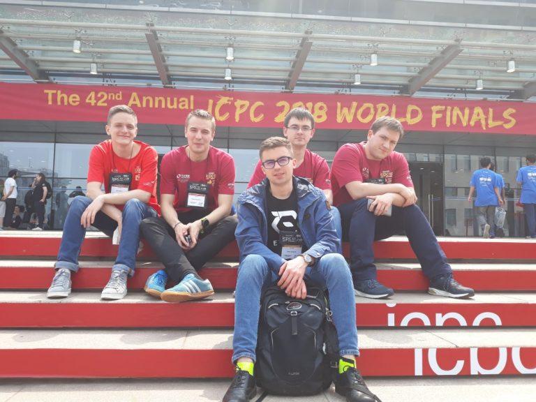 На сходах Пекінського університету, де проходили змагання