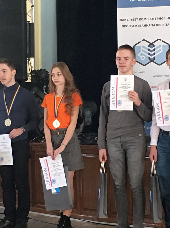 Олег Навер під час нагородження