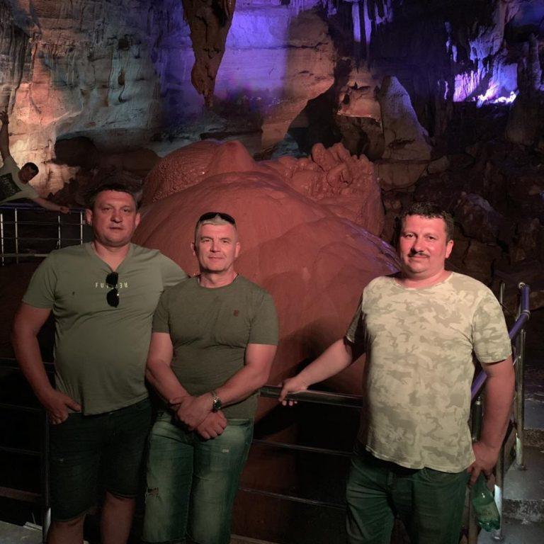 """Камінь """"Червоне серце"""" у печері Сатаплії"""