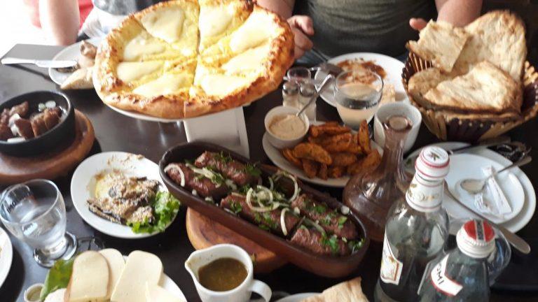 Типовий обід у Грузії
