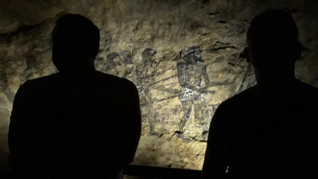 У печері Прометея