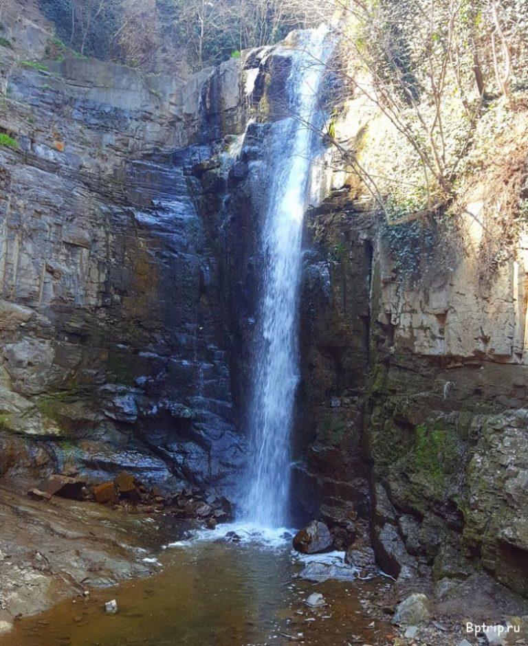 Водоспад у центрі Тбілісі