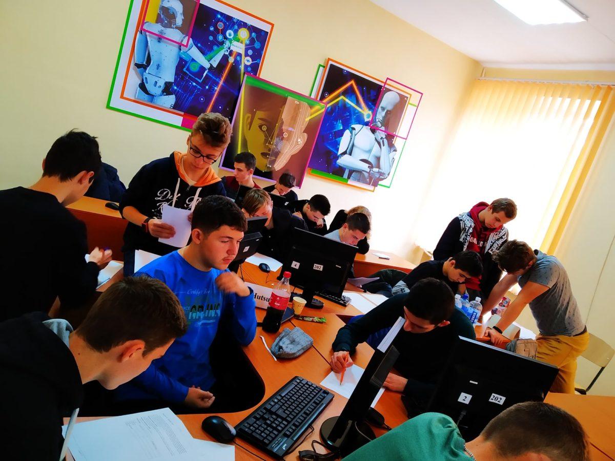 """Команда """"Гуцули"""" Закарпатської області стала найсильнішою серед команд Західної України на турнірі юних інформатиків"""
